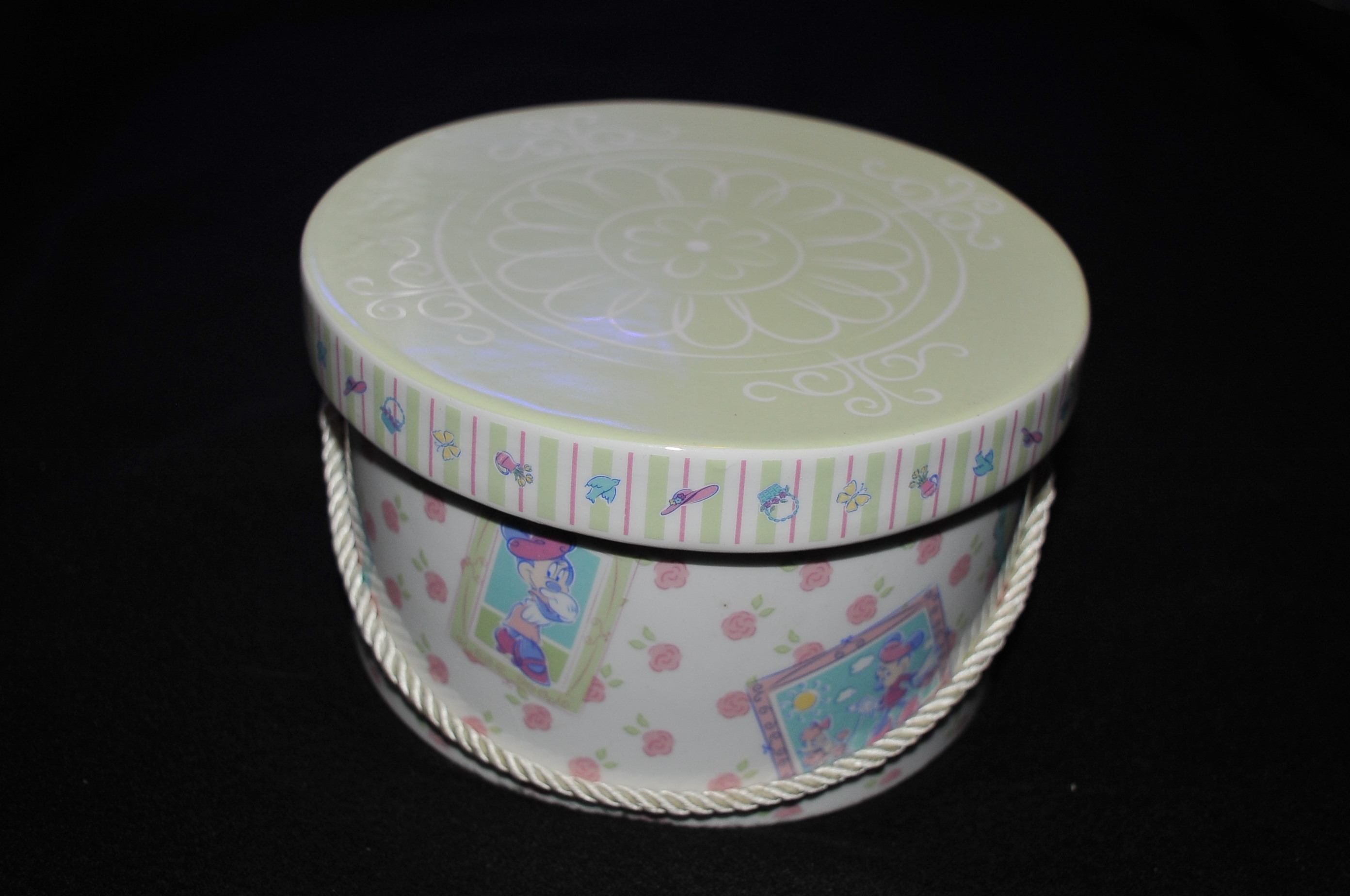 Disney round ceramic gift box