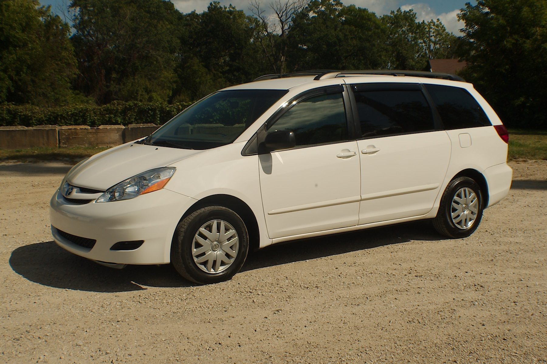 2006 Toyota Sienna LE White Famliy Mini Van Sale Antioch Zion Waukegan Lake County Illinois