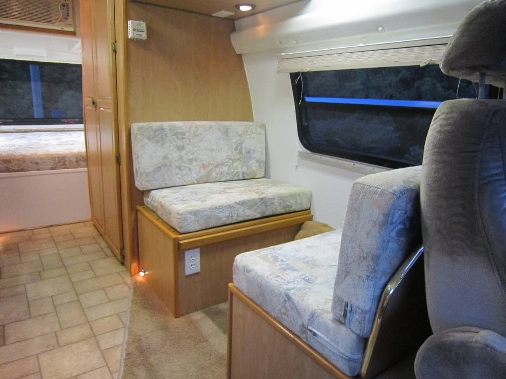 2004 Explorer Motor Homes 230XLW Dodge Used RV Sale Barrington North Chicago Old Mill Creek