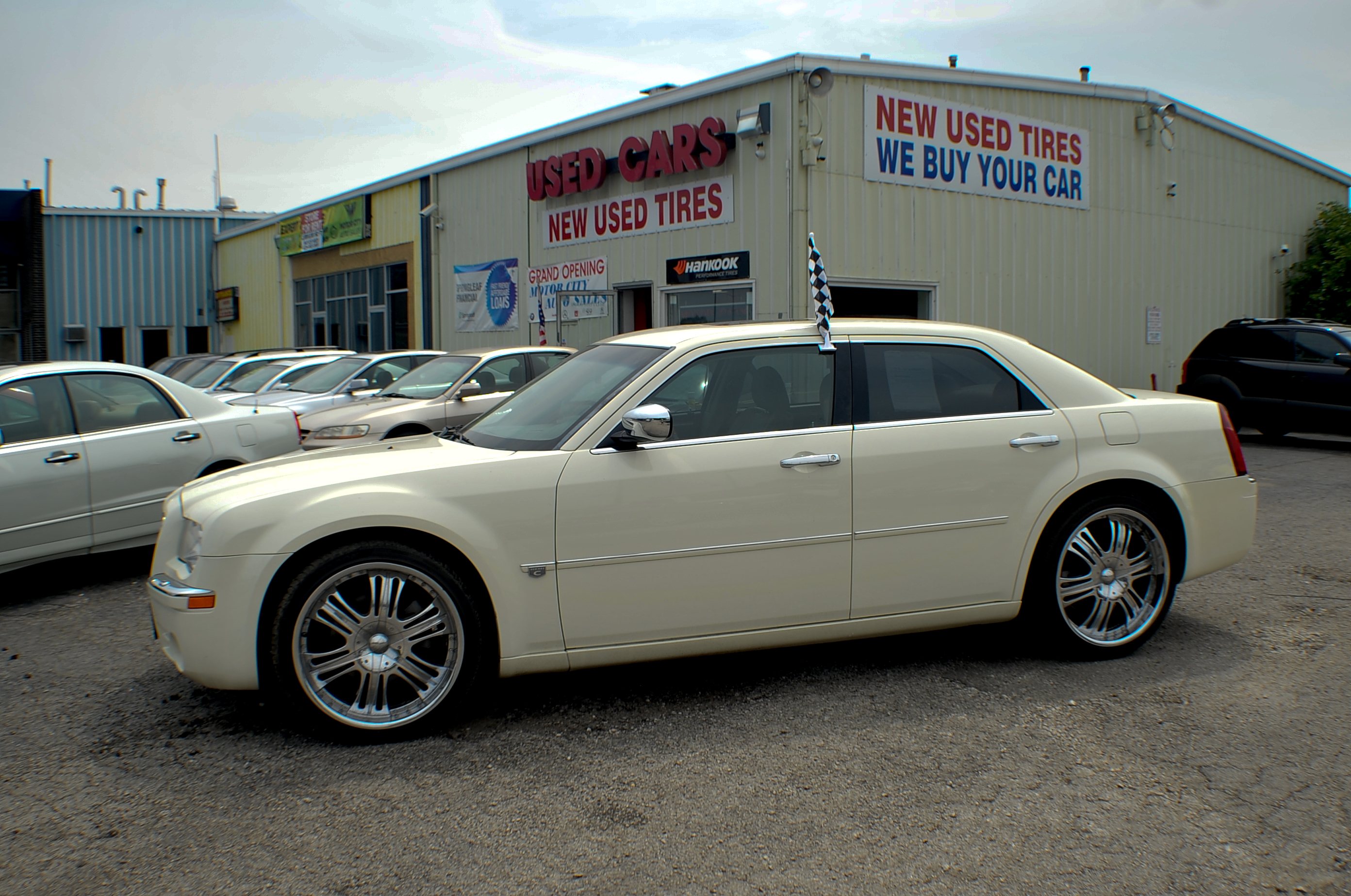 2006 chrysler 300c hemi navigation white sports sedan use car Motor city car sales