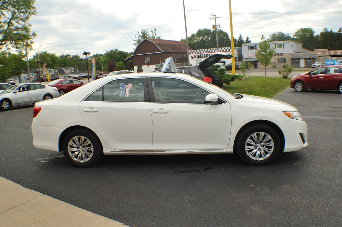 2014 Toyota Camry LE White Used Sedan Sale Bannockburn Barrington Beach Park
