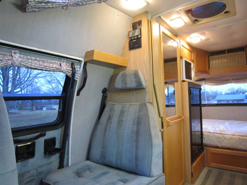 1997 Roadtrek Versatile 200 Wide Body Chevy used Motor Home RV Fox River Grove Grayslake Volo Waucanda